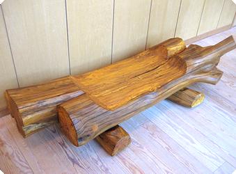 伐採木で作ったベンチ